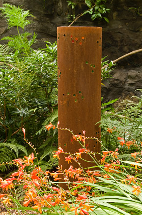 Flower Meadow Tube Crocosmia © Andrea Geile 2008. Photo: © M. Wolchover